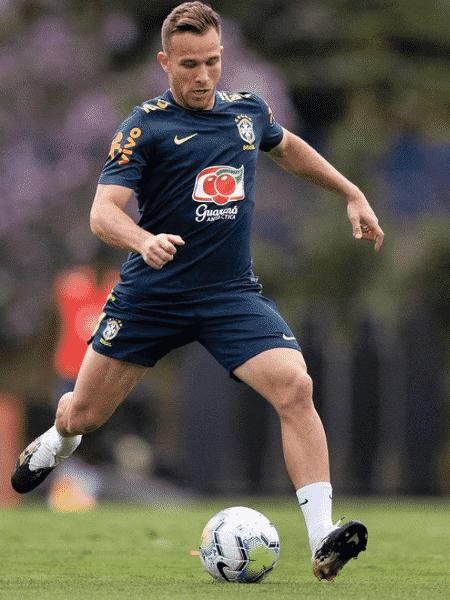 Arthur marcou o primeiro gol do Brasil contra o Uruguai - Reprodução