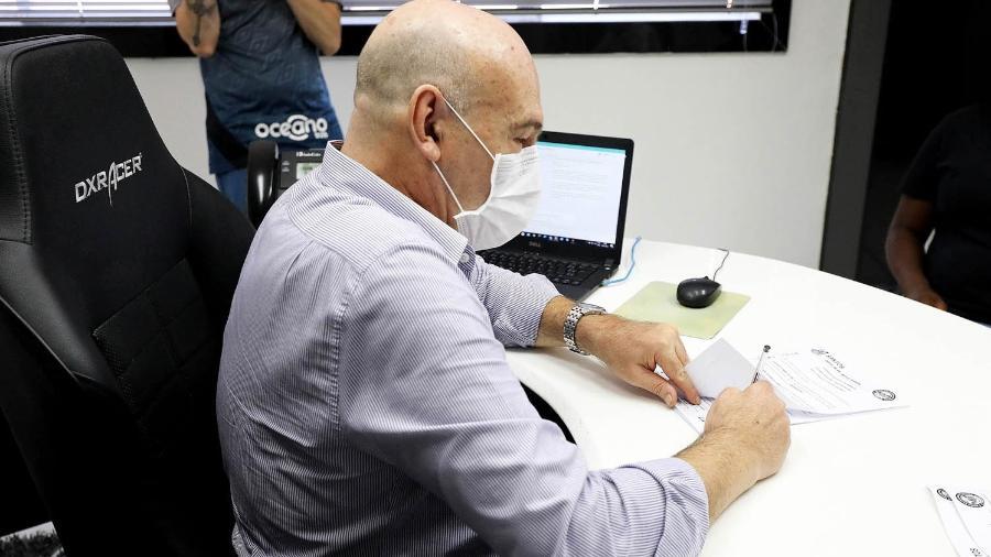 Andres Rueda, presidente do Santos, na Vila Belmiro - PEDRO ERNESTO GUERRA AZEVEDO