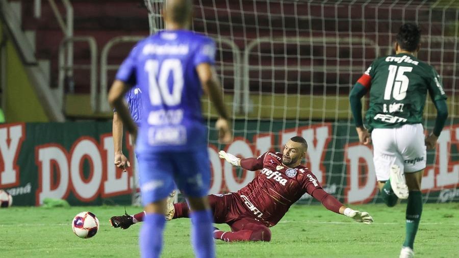 Weverton durante a partida entre São Bento e Palmeiras, em Volta Redonda, pelo Campeonato Paulista - Cesar Greco
