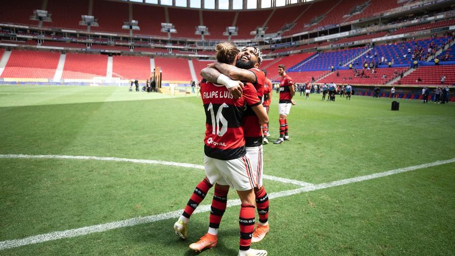 Gabigol e Filipe Luis comemoram conquista da Supercopa do Brasil - Lucas Figueiredo/CBF