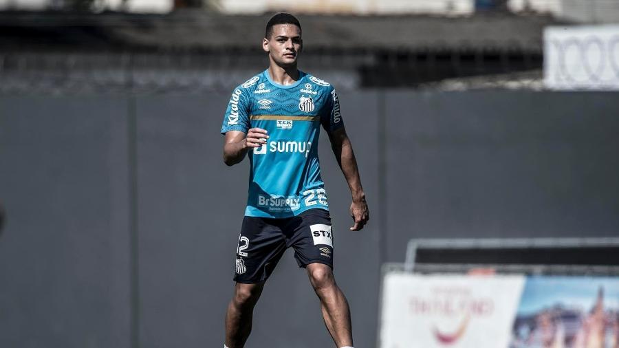 Kaiky, zagueiro do Santos, durante treino no CT Rei Pelé. - Ivan Storti/Santos FC