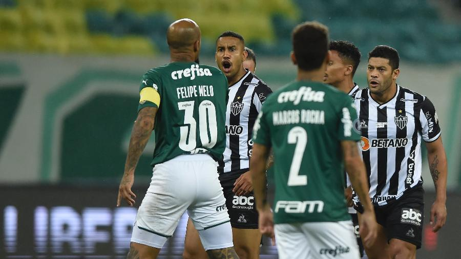 Jogadores de Palmeiras e Atlético-MG discutem durante semifinal da Libertadores - Conmebol