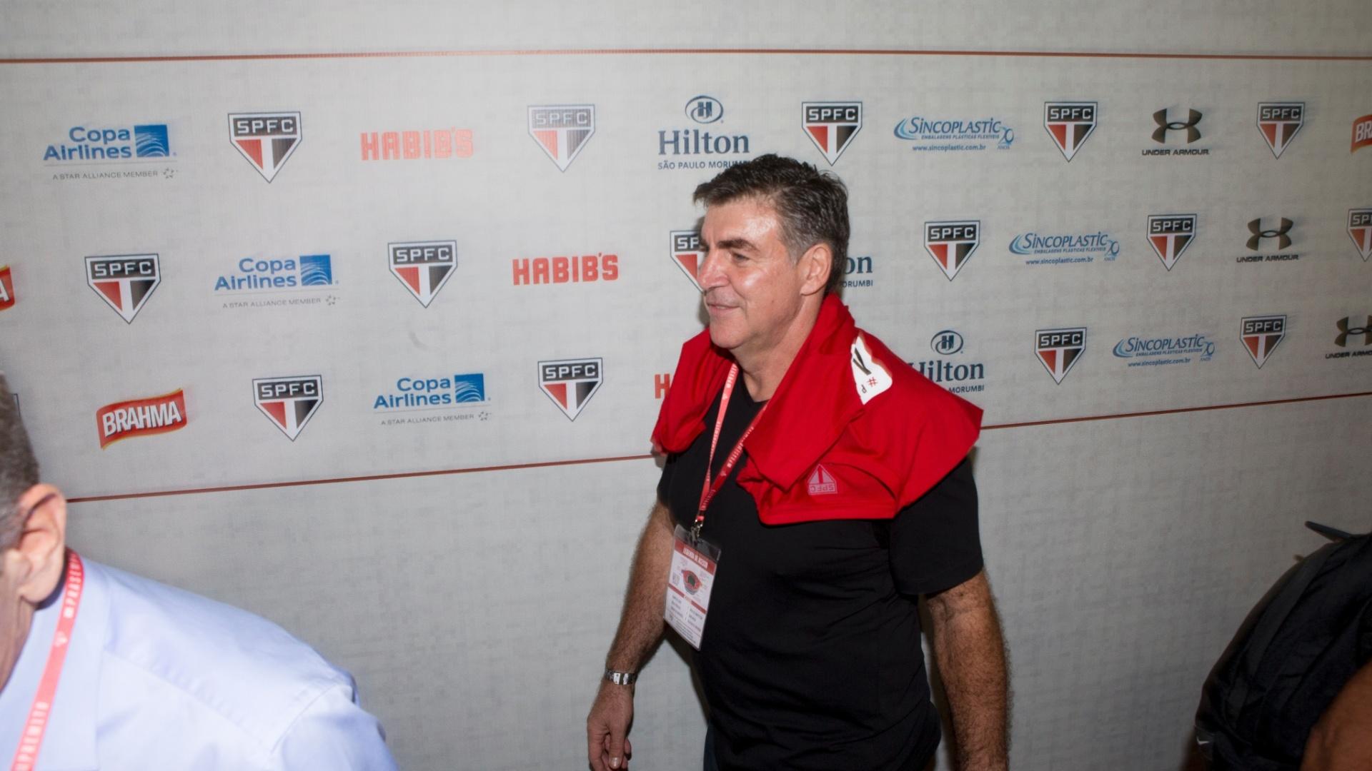 Ex-goleiro do São Paulo, Zetti se encaminha ao vestiário do Morumbi, antes de a bola rolar na despedida de Rogério Ceni