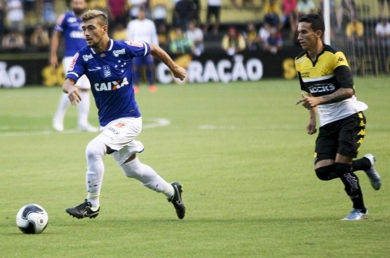 Criciúma e Cruzeiro empatam em 1 a 1 na estreia da Primeira Liga -  27 01 2016 - UOL Esporte 44a1e5ec394d7