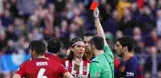 Filipe Luís é expulso após entrada dura em Lionel Messi - ALBERT GEA/REUTERS - ALBERT GEA/REUTERS
