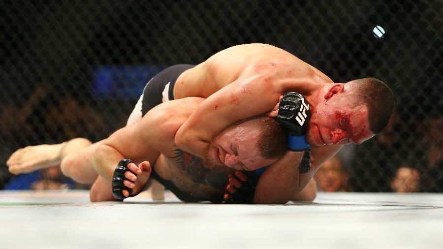 Nate Diaz com o estrangulamento que acabou com a invencibilidade de McGregor no UFC - Rey Del Rio/Getty Images/AFP