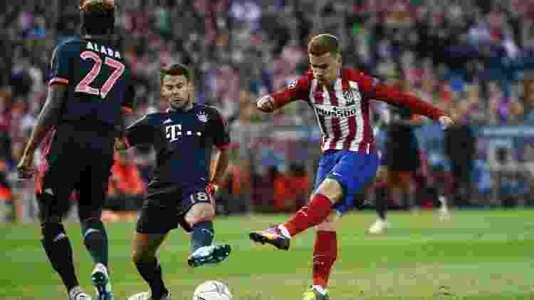 Griezmann, atacante do Atlético de Madri, finaliza contra o Bayern de Munique - Reuters / Juan Medina - Reuters / Juan Medina