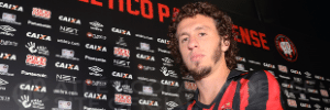 Cruzeiro acerta contratação de ex-lateral direito do Fla e Atlético-PR (Foto: Gustavo Oliveira/Site Oficial do Atlético-PR)