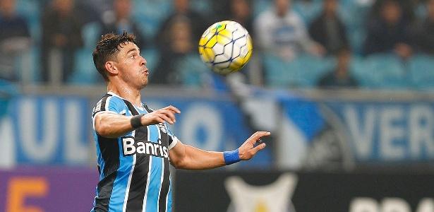 Meia deixa Grêmio após dois anos e sequer faz despedida oficial