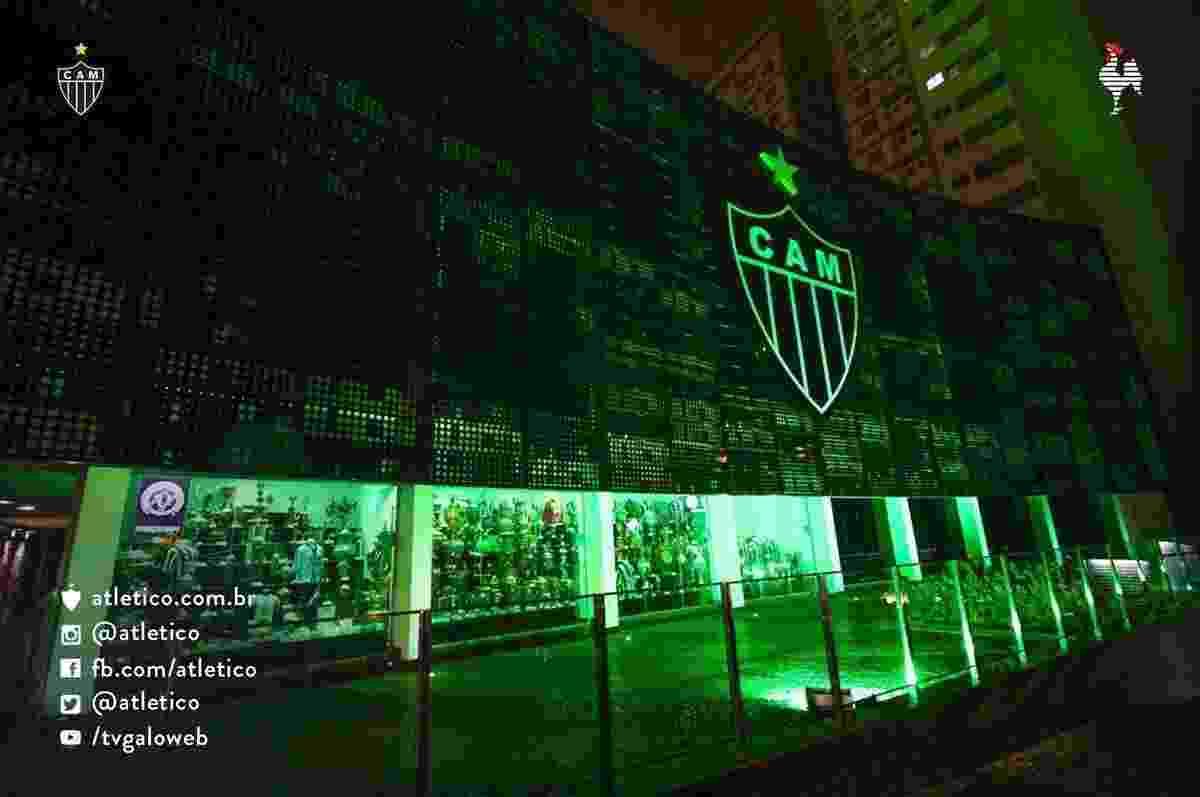 Atlético-MG deixou sua sede com a coloração verde em homenagem à Chapecoense - Divulgação