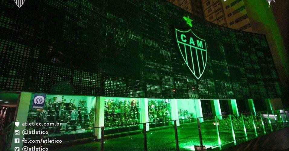Atlético-MG deixou sua sede com a coloração verde em homenagem à Chapecoense