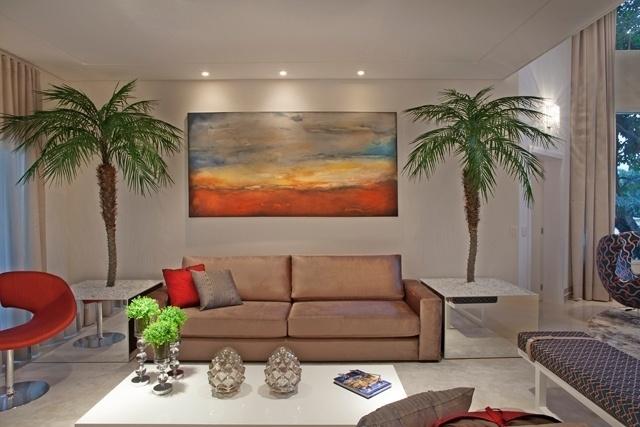 Sala de estar dentro da casa tem acesso para a área externa