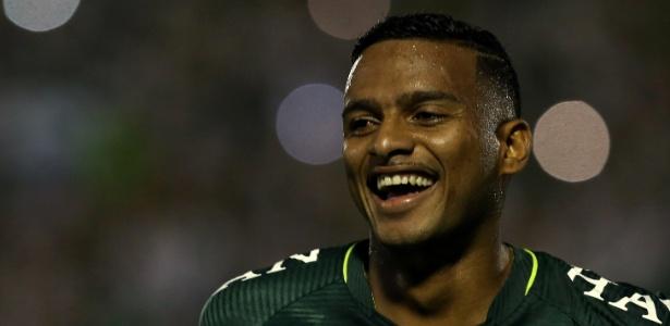 Reinaldo foi contratado pelo São Paulo em 2013 e enfrentou críticas da torcida