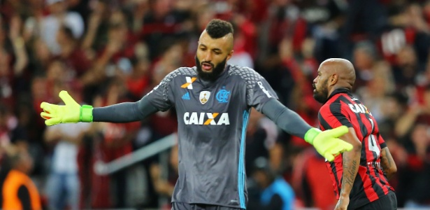 O goleiro Alex Muralha vive momento complicado no Flamengo às vésperas de decisões