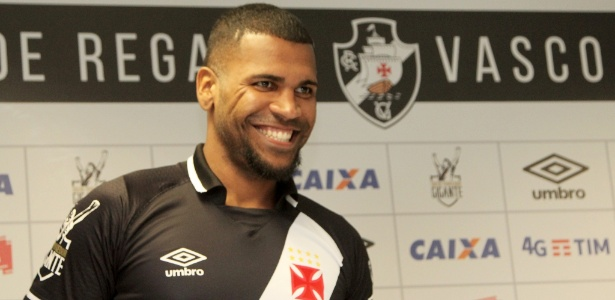 Zagueiro Breno está feliz no Vasco e negocia permanência para a próxima temporada