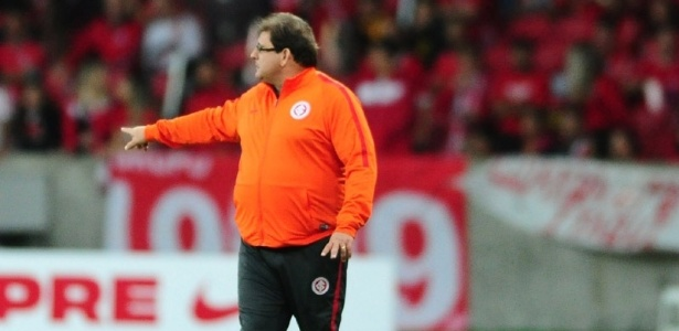 Guto Ferreira já leva pressão no comando do Internacional e tem trabalho avaliado
