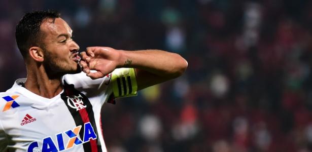 Zagueiro Réver foi o capitão do Flamengo em 2018 e está de saída - Thiago Ribeiro/AGIF