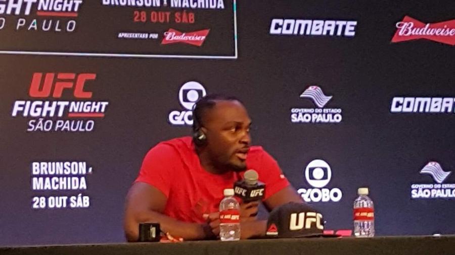 Derek Brunson concede entrevista coletiva após o UFC São Paulo - Brunno Carvalho/UOL