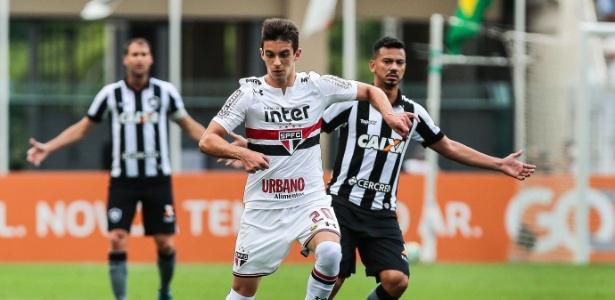 Shaylon em ação em jogo do São Paulo contra o Botafogo