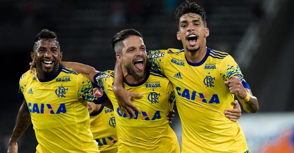 O meia Diego comemora gol de falta do Flamengo diante do Madureira