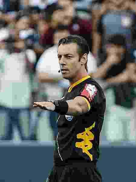 Árbitro Raphael Claus em ação durante clássico Corinthians x Palmeiras - Ale Cabral/AGIF