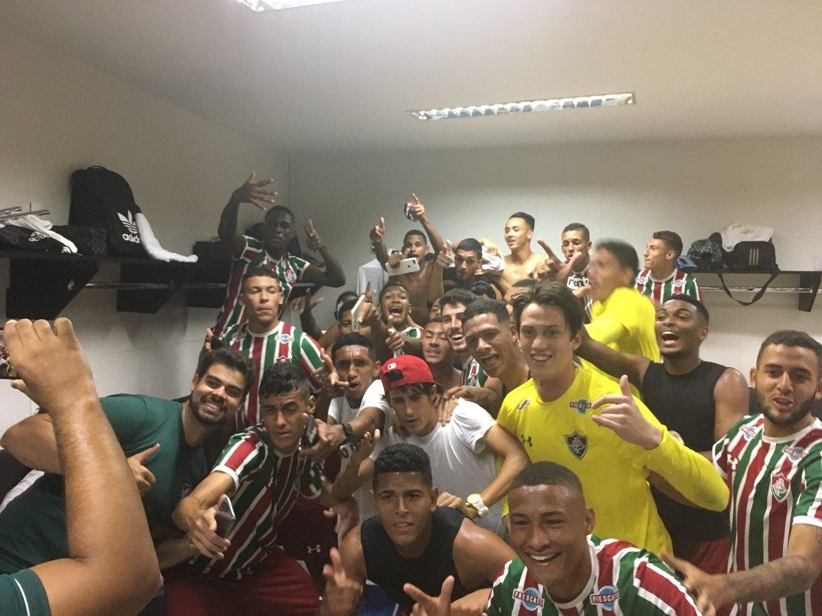 Flu é campeão sobre o Vasco no sub-20 com briga e invasão em São Januário -  21 04 2018 - UOL Esporte c95881c6bc60b