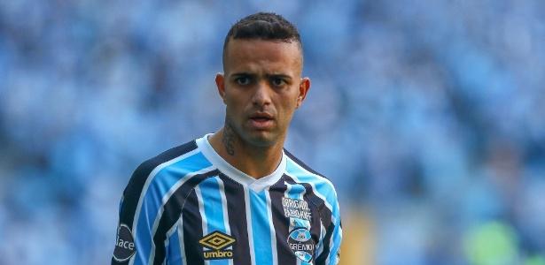 Luan ganhou camisas do Corinthians de presente