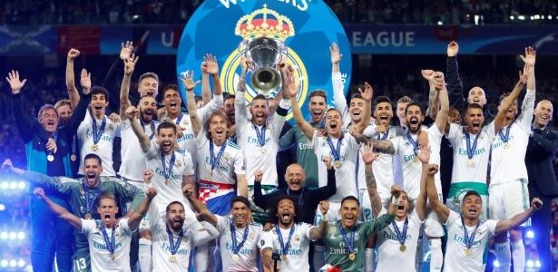 Jogadores do Real Madrid levantam a taça da Liga dos Campeões 2017-2018 - Kai Pfaffenbach/Reuters