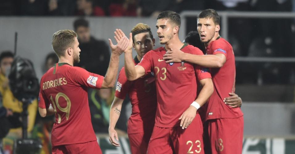 André Silva comemora gol de Portugal contra a Polônia