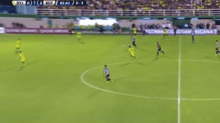 Alex Santana marcou golaço de quase do meio de campo em vitória do Botafogo - reprodução/TV - reprodução/TV