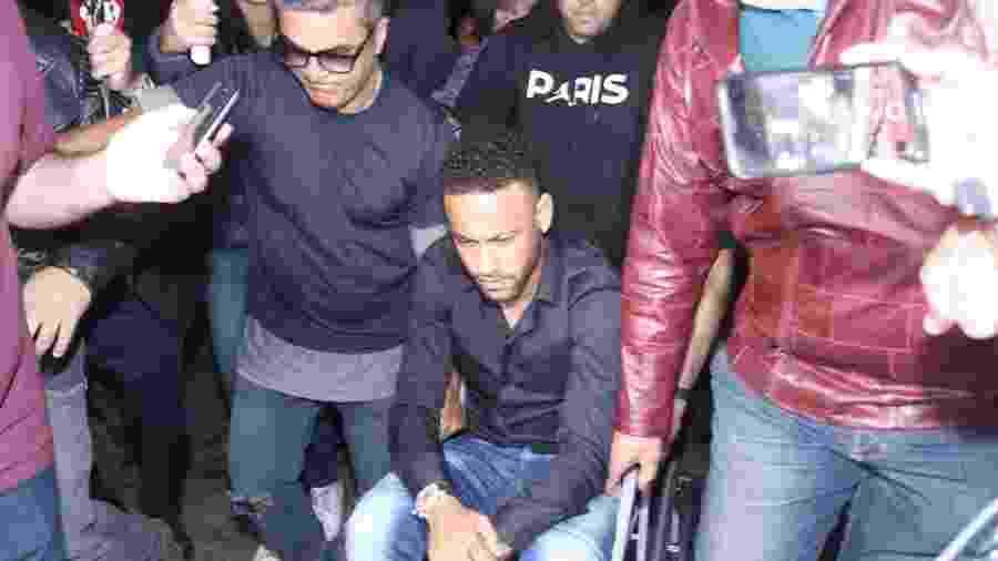 Neymar na delegacia no Rio, onde prestou depoimento sobre fotos vazadas  - Thyago Andrade/AgBrazilNews