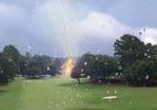 Raio atinge árvore em campo de golfe e deixa feridos em torneio nos EUA - Reprodução