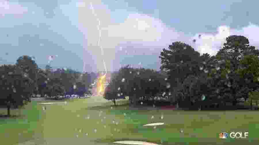 Raio atinge campo de golfe durante etapa do PGA Tour - Reprodução