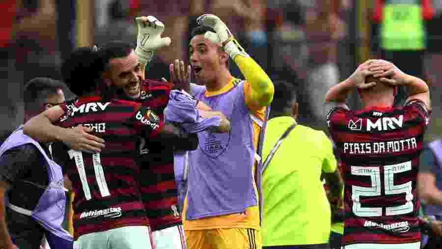 Pablo Mari e Vitinho comemoram conquista da Libertadores - Pilar Olivares/Reuters