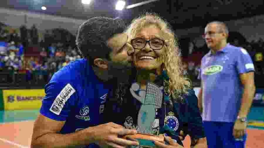 Dona Salomé era funcionária do Cruzeiro e sempre procurava ir aos jogos no Mineirão e também do time de vôlei - Agência i7
