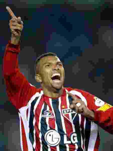 Amoroso comemora gol do São Paulo contra o River Plate em 2005 - Ali Burafi/AFP