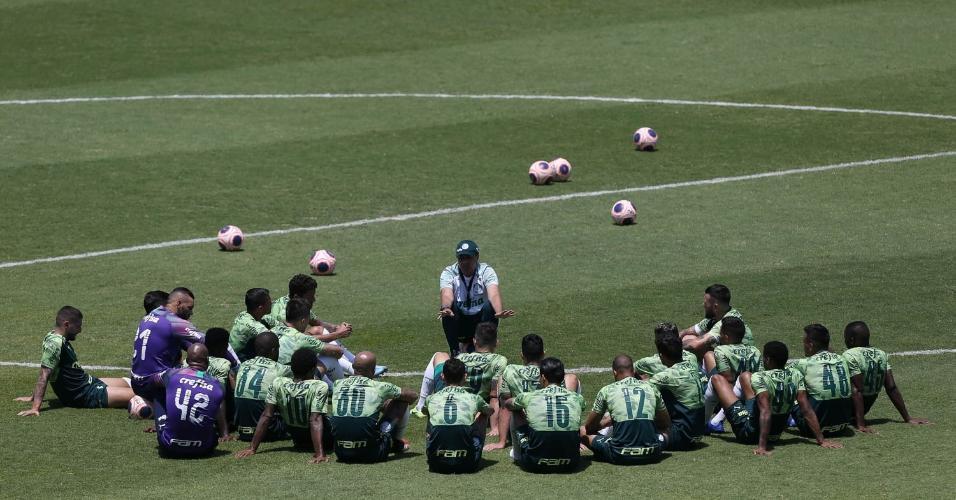 Vanderlei Luxemburgo conversa com o elenco do Palmeiras na Arena Fonte Luminosa