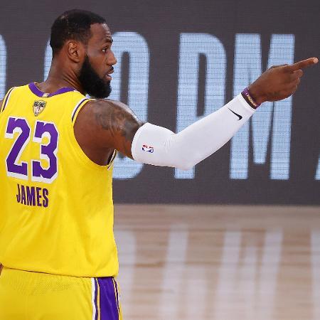 LeBron James, durante quarta partida das finais entre Los Angeles Lakers e Miami Heat - Kevin C. Cox/AFP