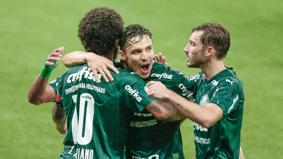Raphael Veiga comemora gol marcado pelo Palmeiras contra o Corinthians - Marcello Zambrana/AGIF