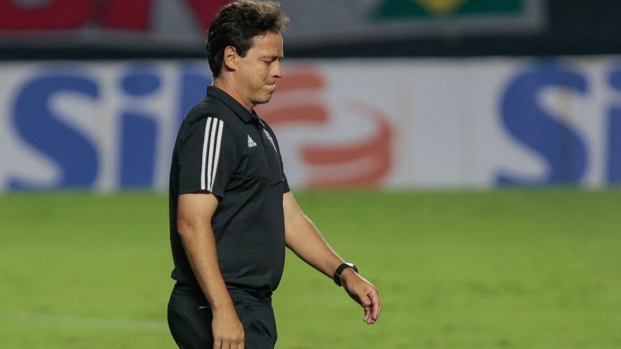 Fernando Diniz, técnico do São Paulo, lamenta chance desperdiçada pelo Tricolor no jogo contra o Coritiba - Marcello Zambrana/Marcello Zambrana/AGIF
