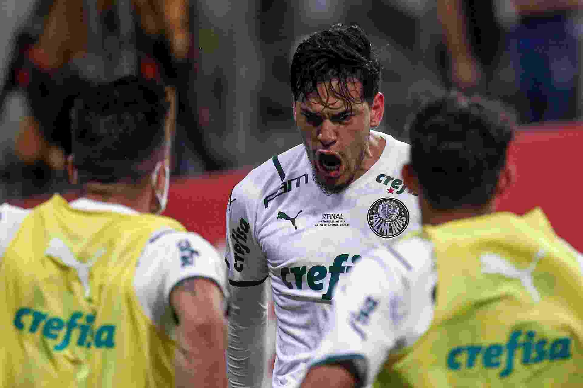 Gustavo Gómez vibra após anotar o gol do Palmeiras contra o Grêmio, na final da Copa do Brasil - Fernando Alves/AGIF