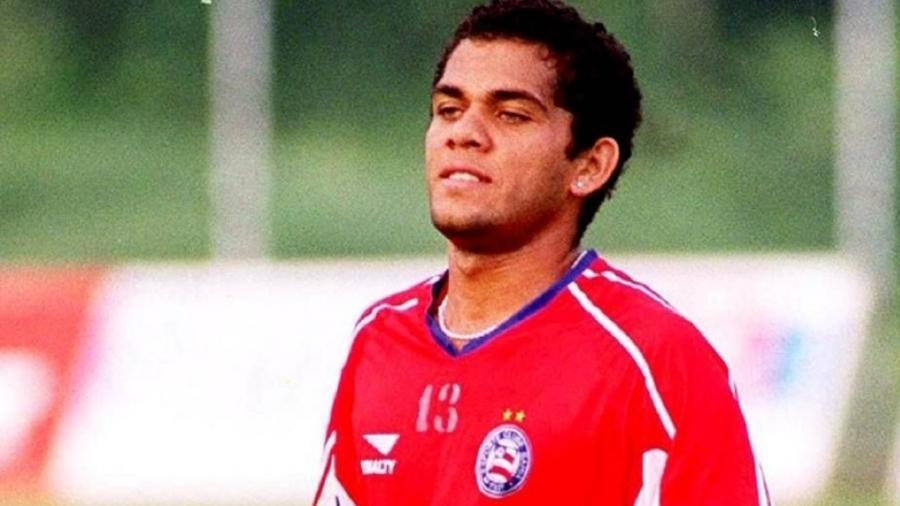 Daniel Alves foi revelado pelo Bahia - Divulgação