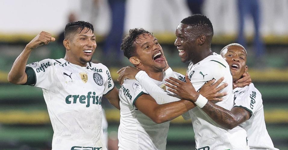 Jogadores do Palmeiras comemoram o gol contra o Defensa y Justicia