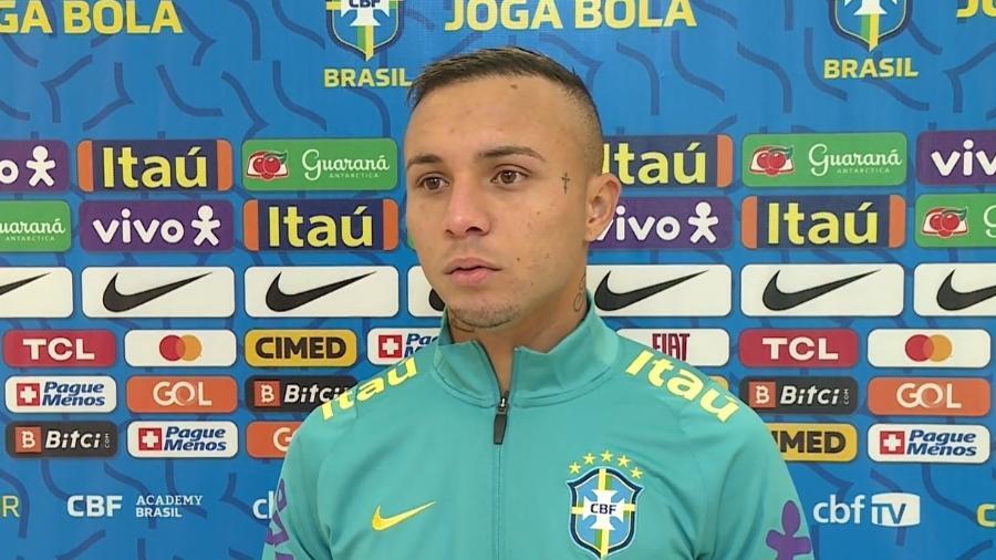 Éverton Cebolinha durante zona mista virtual da seleção brasileira; ele disputou cinco jogos na Copa América - Reprodução/CBF TV