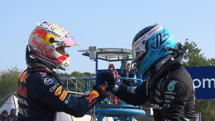 Max Verstappen e Valtteri Bottas se cumprimentam após a minicorrida de Monza, neste sábado  - Reprodução/F1TV