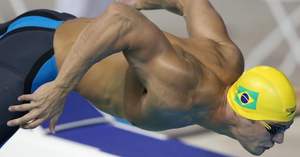 Marcelo Chierighini mergulha para nadar bateria dos 100 m livre. Ele se classificou para a final da prova