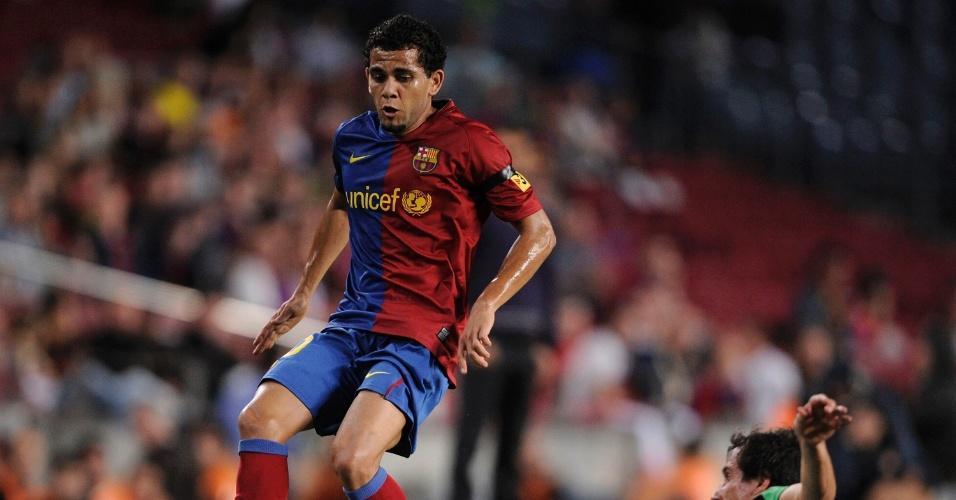 Pelo Barcelona, o lateral acumula 353 partidas, em oito temporadas, com 20 gols marcados e 20 títulos