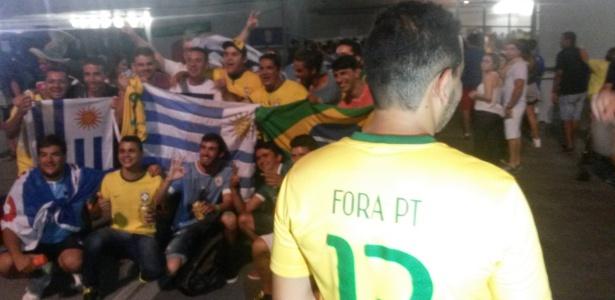 """Gritos de """"fora PT"""" foram ouvidos na Arena Pernambuco"""