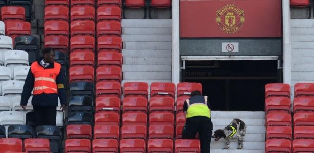 Artefato foi esquecido no estádio após exercício com cães farejadores