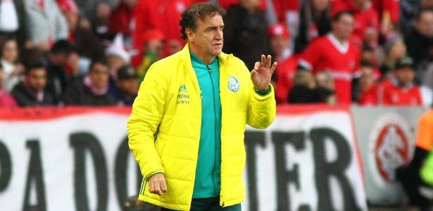 Cuca agora tem a missão de reconduzir o Palmeiras à liderança do Campeonato Brasileiro
